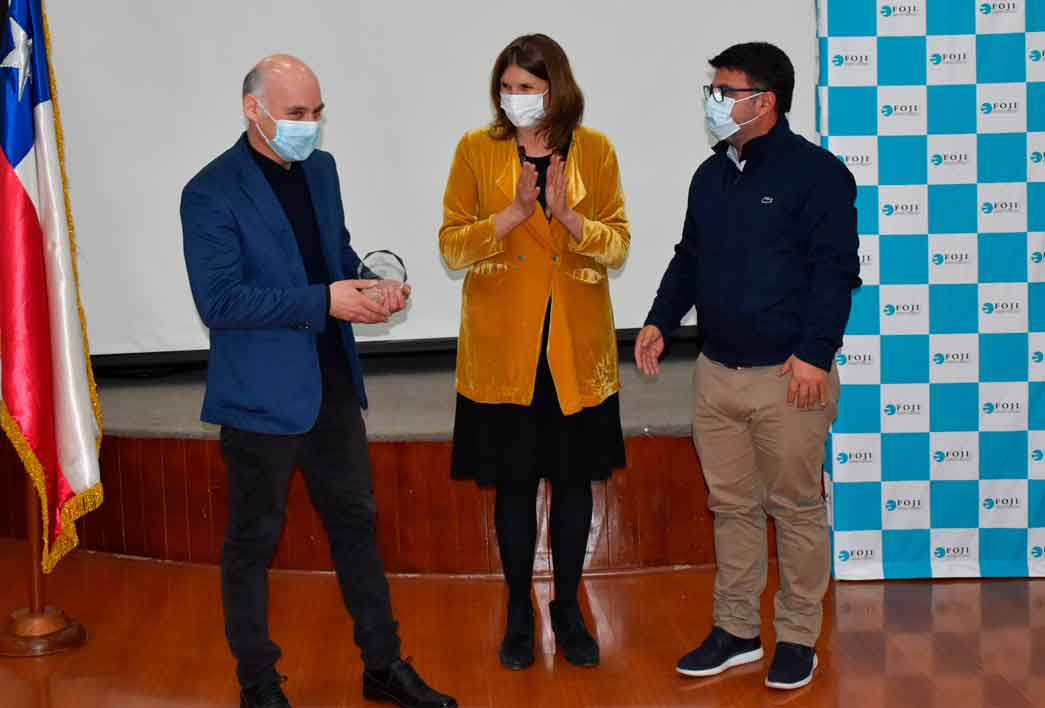 Alcalde Juan Ramón Godoy recibe premio de la FOJI para Casa de la Cultura de Rancagua