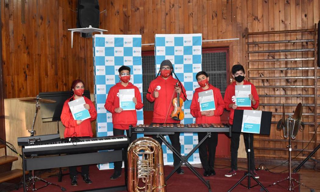 FOJI llega con instrumentos musicales a la Región de Los Lagos para apoyar a los talentos locales